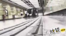 地铁列车驶过头顶,一家三口奇迹生还