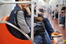 在地铁坐满4小时,你的身体会发生什么变化?