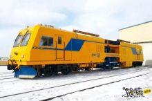 快跑!小心被这火车溅一身雪!