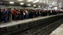 巴黎地铁工会号召无限期罢工抗议退休制改革