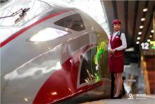 国庆出行高峰 铁路客流持续高位