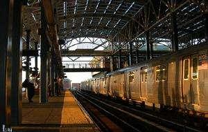 纽约非裔地铁上遭歧视 华裔女子打抱不平获点赞 轨道动态