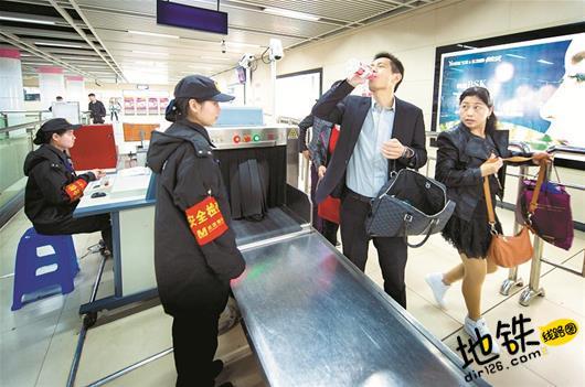武汉地铁将全面提高安检等级 携带液体需试喝 武汉地铁 轨道动态  第1张