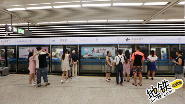 在你的记忆里,下班的地铁是什么样子? 地铁车厢 下班 地铁站 地铁 轨道故事  第2张