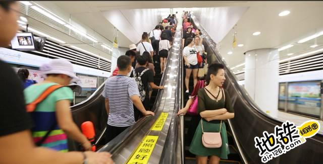 在你的记忆里,下班的地铁是什么样子? 地铁车厢 下班 地铁站 地铁 轨道故事  第5张