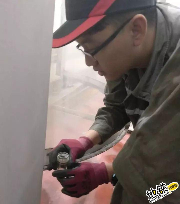 """地铁洗车机也有""""体检"""" 地铁人 体检 地铁洗车机 洗车 地铁 轨道知识  第5张"""