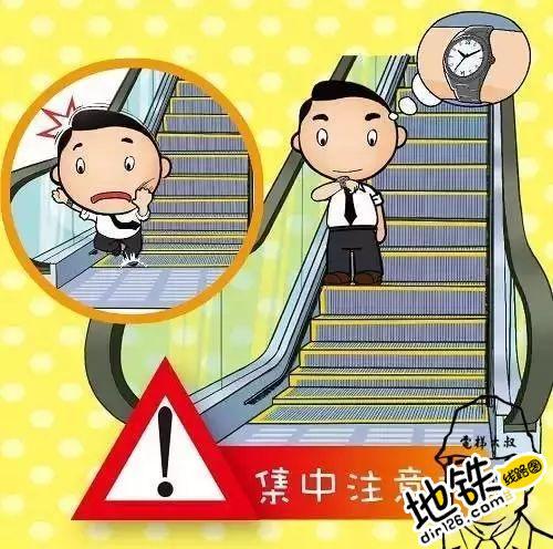 千万别让孩子这么玩,这可不是闹着玩的! 电梯 扶梯 玩儿 孩子 轨道 地铁 轨道动态  第6张