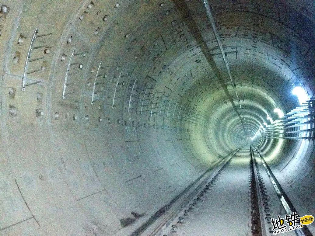 地铁隧道是圆的还是方的? 盾构机 盾构 明挖 隧道 地铁 轨道知识  第4张