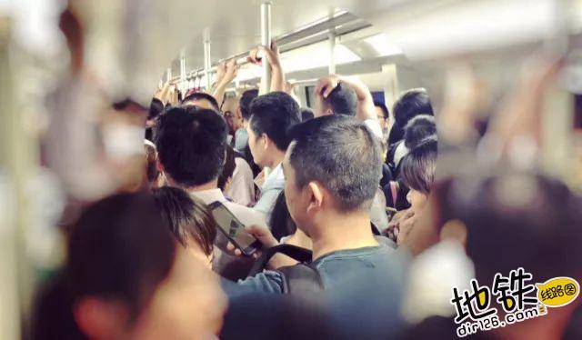确认过眼神,你是不是最会坐地铁的人 候车 座位 车厢 坐地铁 地铁 轨道知识  第3张