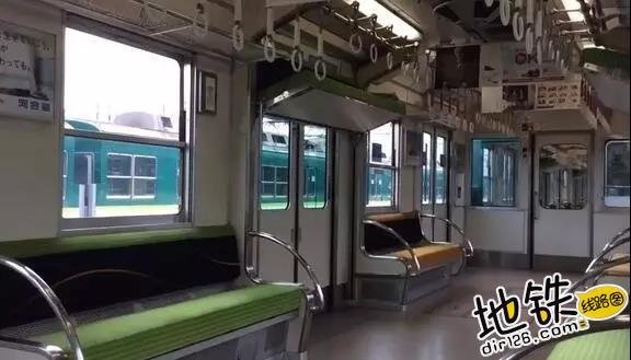 从天而降的地铁座位 乘客 通勤 地铁 座位 京阪电车 轨道动态  第1张
