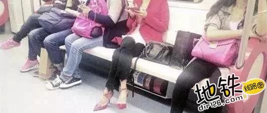 """地铁小伙霸气叫""""时髦""""女子让座,女子回答引网友热议! 教养 道德 文明 占座 地铁 轨道动态  第5张"""