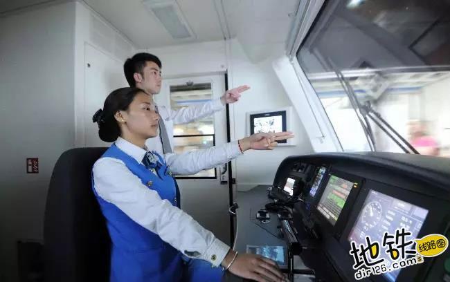 近距离实拍:地铁司机最真实的工作画面 ATO 车厢 工作 司机 地铁 轨道动态  第1张