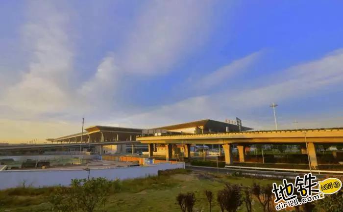中国唯一仿宫殿火车站,投资300亿光规划就花了17年 宫殿 高铁 交通 南京南站 火车站 轨道动态  第1张