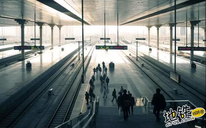 中国唯一仿宫殿火车站,投资300亿光规划就花了17年 宫殿 高铁 交通 南京南站 火车站 轨道动态  第4张