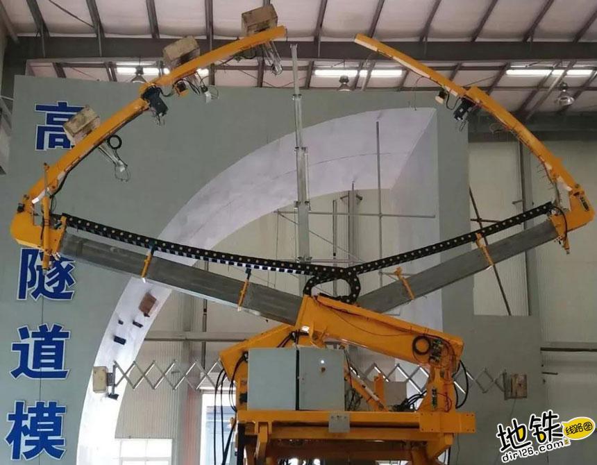 我国自主的轮轨式高速铁路隧道检查车正式下线 检测 隧道 高速铁路 轮轨 中国铁路 轨道动态  第2张