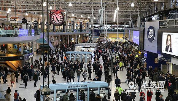 伦敦三大机场地铁交通枢纽发现爆炸物包裹,贴有爱尔兰邮票 警方 包裹 地铁 爆炸物 伦敦 轨道动态  第1张